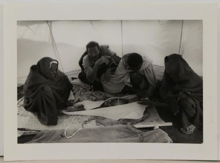 Fotografie Salgado - At The Morgue At The El Fau Camp