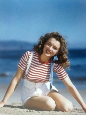 Fotografie De Dienes  - Becoming Marilyn (1945)