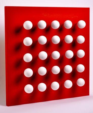 Multiplo Asis - Boules tactiles sur font rouge