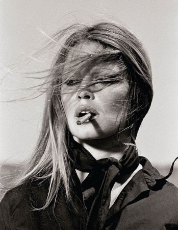 Multiplo O'neil - Bridgitte Bardot with cigar on the set Les Petroleuses