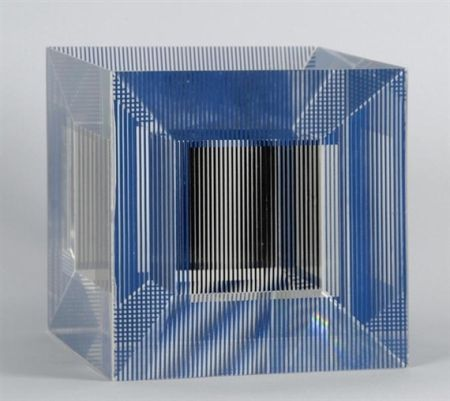 Multiplo Soto - Cube with Ambiguous Space