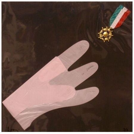 Multiplo Baj - Main et medaille