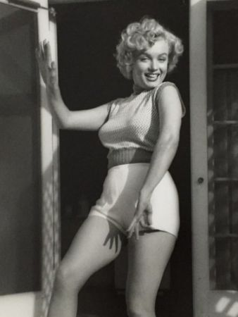 Fotografie De Dienes  - Marilyn Monroe. Bungalow