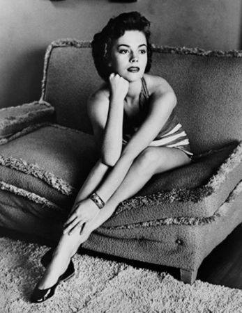 Fotografie Worth - Natalie Wood classic portrait on sofa