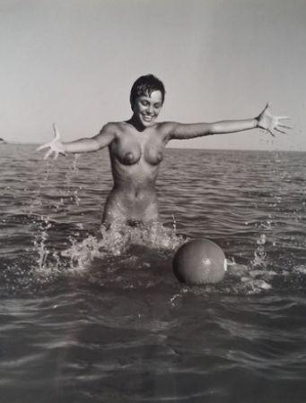 Fotografie De Dienes  - Nu avec ballon