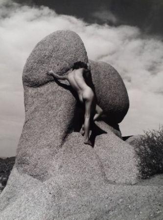 Fotografie De Dienes  - Nu sur le rocher