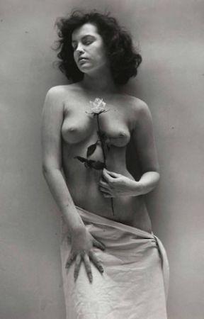 Fotografie De Dienes  - Nude with Rose