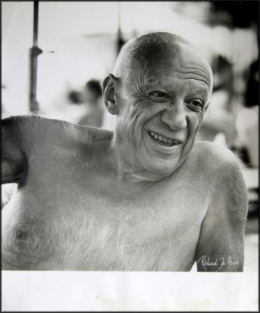 Fotografie Picasso - Portrait of the artist smiling